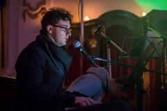 Manuel am Klavier