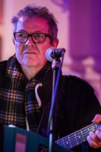 Das Bild zeigt Rolf Hagenmaier während eines Auftritts.