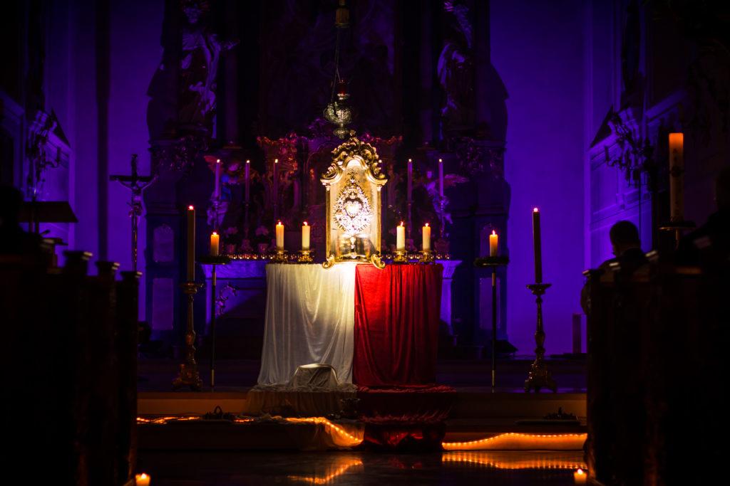 Anbetung bei der Nacht der Lichter